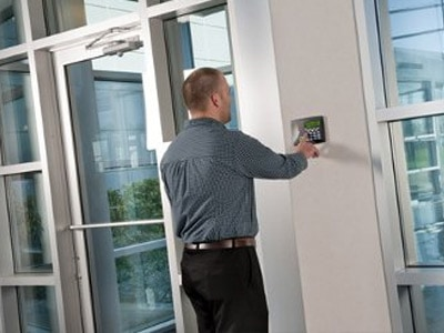 control-accesos-seguridad-empresas-madrid