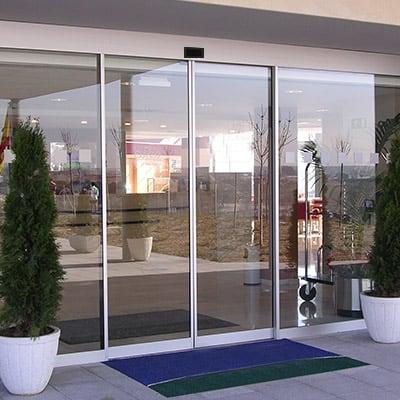 eparacion-puerta-automatica-peatonal-cristal-madrid-empresa
