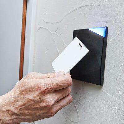 sistemas-control-accesos-tarjeta-electronica-empresas-interiores-madrid